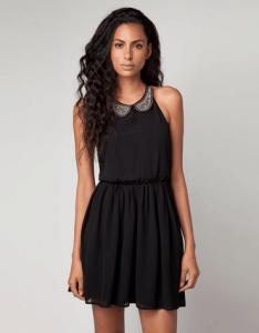 Vestido negro del catalogo de Bershka 2013